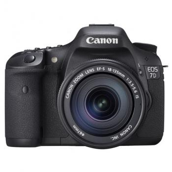 Canon EOS-7D dslr with 18-135mm Kit Lens