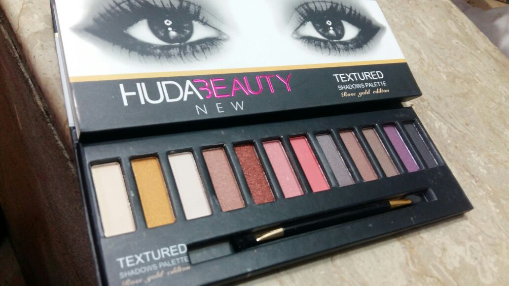huda beauty eyeshadows palette